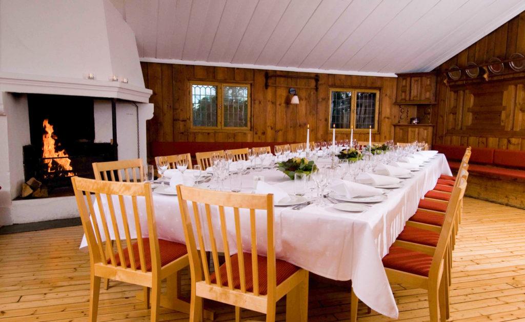 Østerdalsstua selskapslokale med langbord til 20 personer
