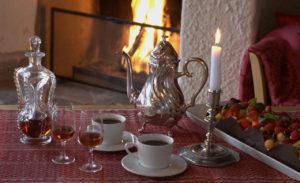 Peisestuen i Gjestestuene selskapslokaer med kaffe og cognac