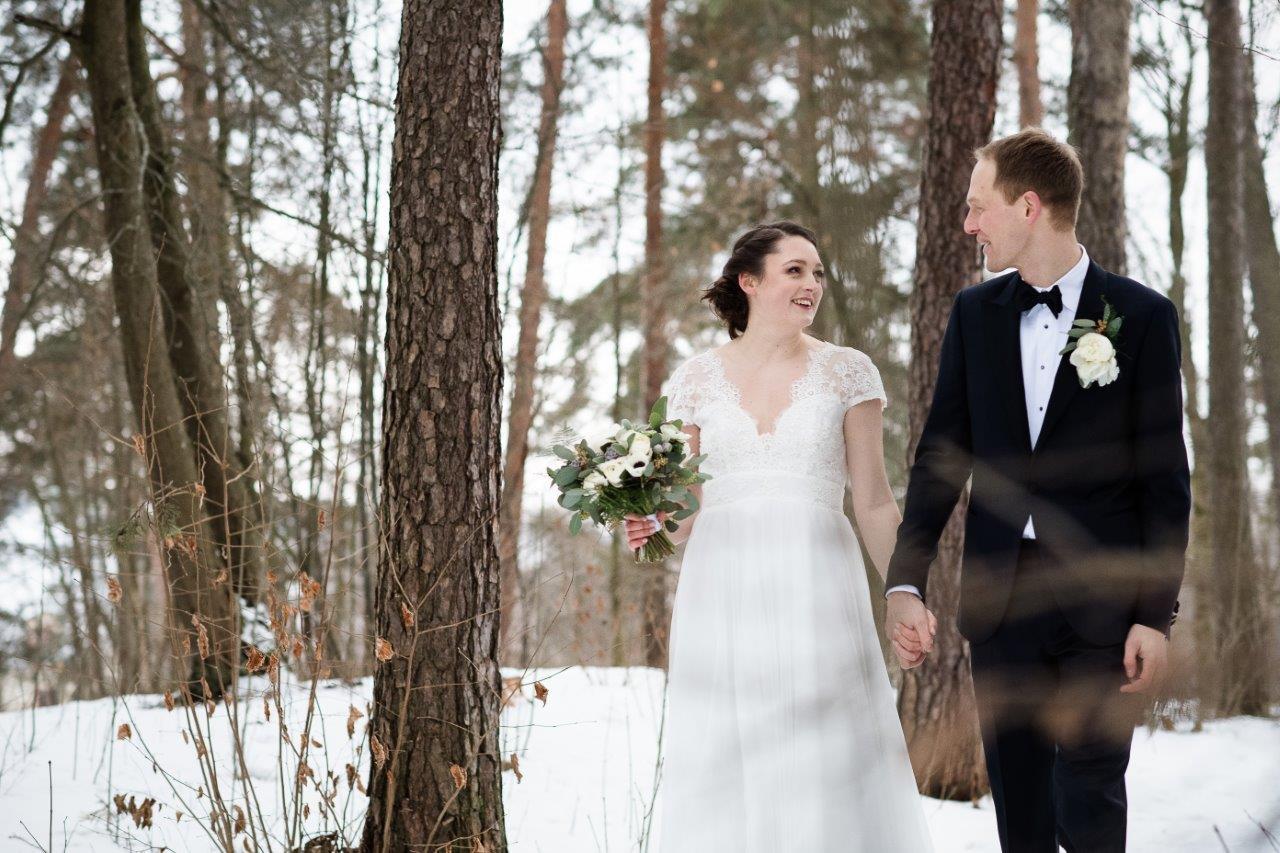 Bryllup i Oslo med brudepar i det grønne